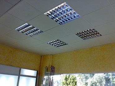 οροφή ορυκτής ίνας σε κατάστημα στο Γαλάτσι