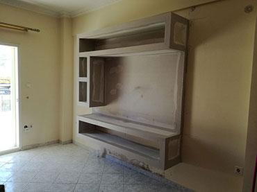 Ραφιέρα-έπιπλο tv σε οικία στα Λιόσια.