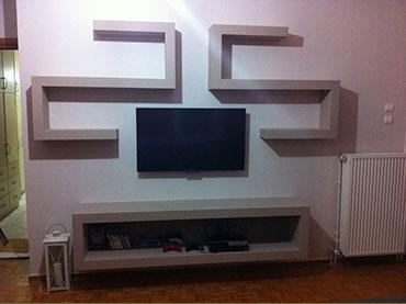Έπιπλο τηλεόρασης σε οικία στην Ηλιούπολη.