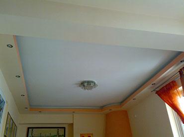 οροφή με κρυφό φωτισμό σε οικία στο Μοσχάτο