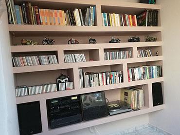 Σύνθεση ραφιέρα βιβλιοθήκη σε οικία στο Νέο Ηράκλειο.