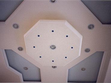 σχέδια οροφής σε κατάστημα στον Πειραιά