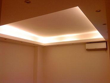 οροφή με κρυφό φωτισμό στο Κολωνάκι