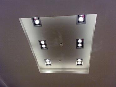 οροφή με κρυφό φωτισμό