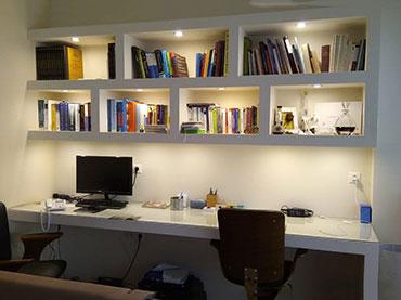 Βιβλιοθήκη -γραφείο σε οικία στην Νέα Σμύρνη.