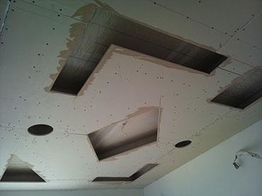 γεωμετρικά σχήματα οροφής σε παιδικό δωμάτιο