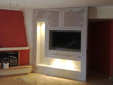 Έπιπλο τηλεόρασης σε οικία στην Δραπετσώνα.
