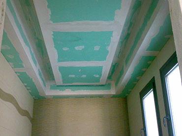 οροφή με εσοχή για φωτισμό σε μπάνιο