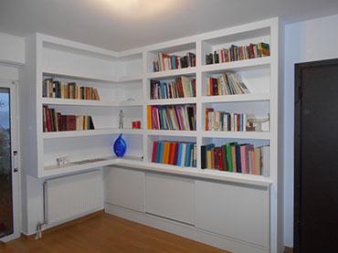 Βιβλιοθήκη σε οικία στα Ιλίσια.