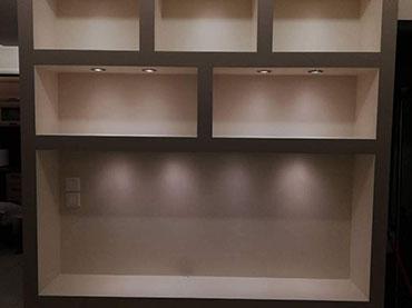 Έπιπλο τηλεόρασης σε οικία στο Αιγάλεω.