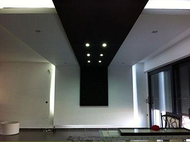 Σχέδια οροφής σε οικία στην Νεάπολη .