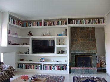 Βιβλιοθήκη -σύνθεση σε οικία στο Γαλάτσι.