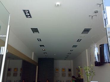 οροφή και χωρίσματα σε κατάστημα στην Γλυφάδα