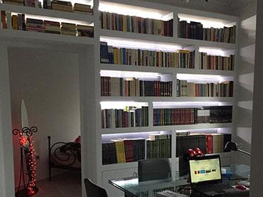 Βιβλιοθήκη με γυψοσανίδα σε οικία στην Νεα Ιωνία.