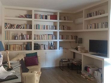 Βιβλιοθήκη και γραφείο σε οικία στην Νέα Σμύρνη.