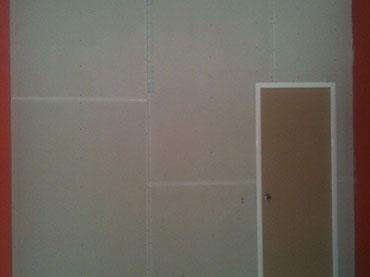 τοίχος (χώρισμα) με γυψοσανίδα και πόρτα σε κατάστημα στο Μενίδι