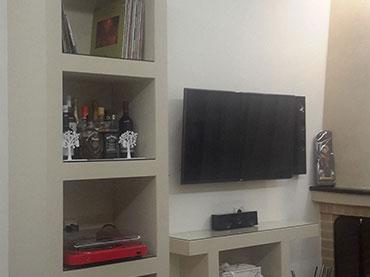 Σύνθεση για διακοσμητικά και τηλεόραση σε οικία στο Περιστέρι