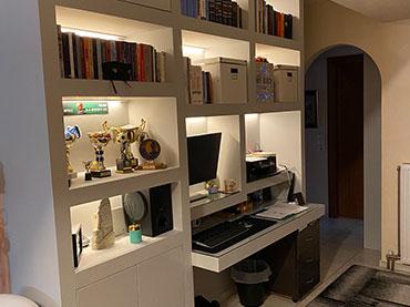 Βιβλιοθήκη γραφείο σε οικία στου Γκύζη.